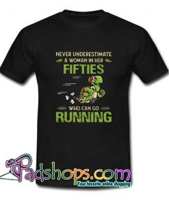 Turtles never underestimate a woman in her fifties who can go running T Shirt SL